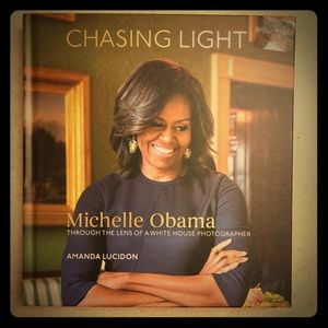"NWOT Michelle Obama ""Chasing Light"" Book 📖"
